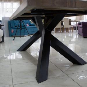 rustikke metal og træ spisebord