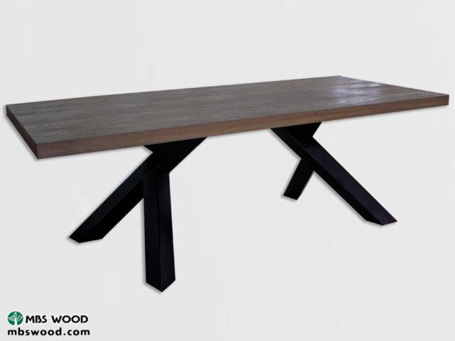 genvundet træ og metal spisebord