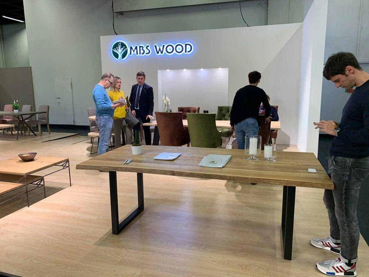 Møbler udstilling træborde