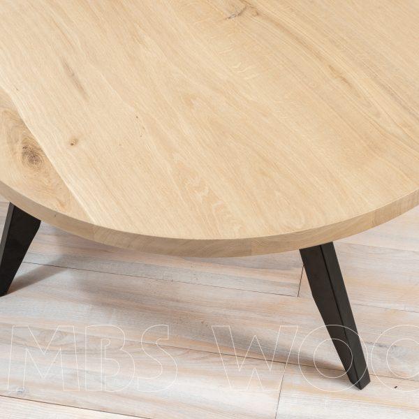 rundt kaffebord af egetræ